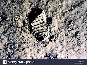 The Real Neil Armstrong Footprint On Moon - Pics about space