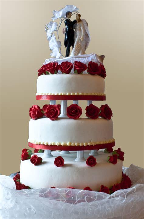 Filewedding Cake With Pillar Supports 2009