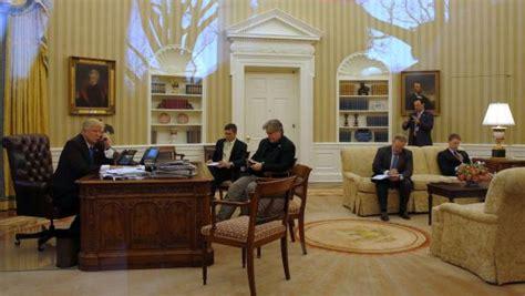 bureau ovale maison blanche couacs coups bas et réunions dans le noir ambiance