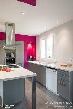 cuisine blanche brillante cuisine gain de place grise et blanche moderne finition