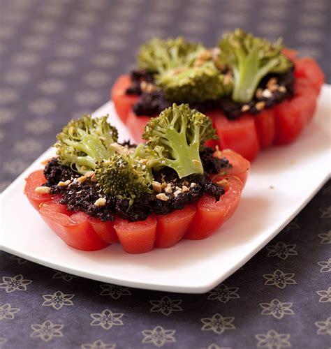 comment cuisiner le coeur de boeuf en tranche steak de tomates coeur de boeuf à la tapenade et brocolis biodélices
