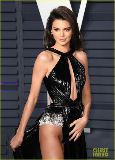 kendall jenners oscars  party  leaves