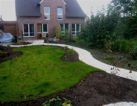Schmale Gärten Gestalten by Gartengestaltung Langer Schmaler Garten