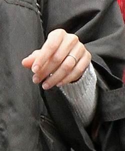 gisele bundchen photos gisele bundchen leaves a hotel in With gisele wedding ring