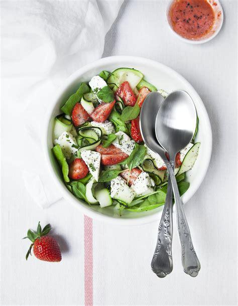 fr3 fr recettes de cuisine salade fraises courgettes feta pour 4 personnes