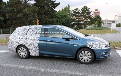 Opel Astra Estate by Opel Vauxhall Astra Quot Estate Quot Spied In Europe