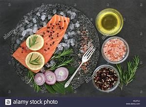 Obst Mit L : lachs auf crushed ice mit kr utern himalaya salz zitrone obst zwiebeln pfeffer und oliven l ~ Buech-reservation.com Haus und Dekorationen