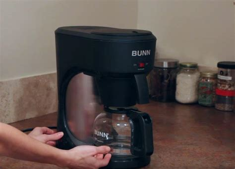 Start by filling the coffee pot with vinegar. How to Clean Bunn Coffee Maker with Vinegar (Step by Step ...