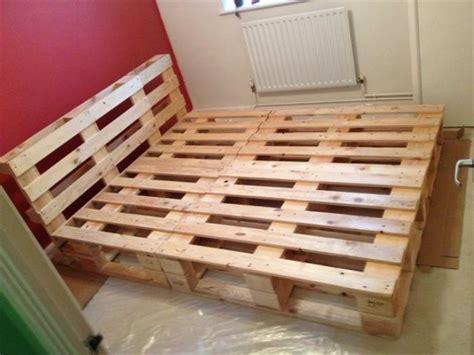 chambre palette bois comment faire un lit en palette 52 idées à ne pas