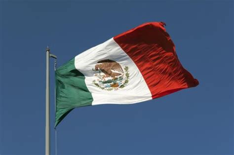 History and Meaning of the Mexican Flag | Mexican flags ...