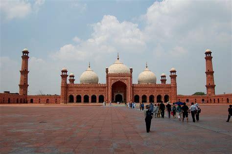 Islamic Architecture: Badshahi Mosque in Lahore - Pakistan