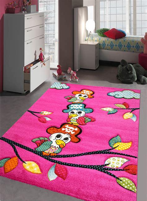 tapis de chambre tapis chambre enfant perroquet fuchsia de la collection unamourdetapis