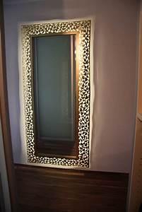 Spiegel Mit Weißem Rahmen : spiegel mit rahmen aus 1 mm stahlblech mit led s hinterleuchtet ~ Indierocktalk.com Haus und Dekorationen