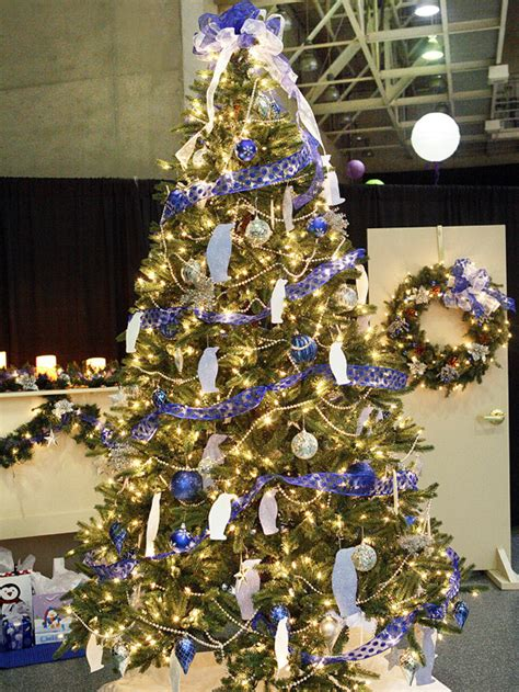 top 10 best creative christmas tree themes