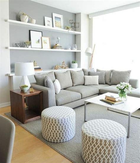 idee deco salon canapé gris un salon en gris et blanc c 39 est chic voilà 82 photos qui