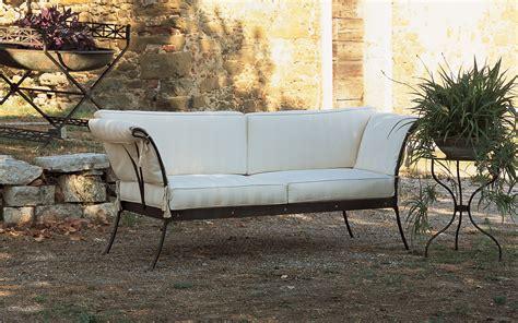 divanetti in ferro battuto divano in ferro letti in ferro battuto caporali quot il