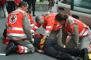 Croix Rouge Montrouge : urgence et secourisme croix rouge fran aise unit locale de clermont ferrand ~ Medecine-chirurgie-esthetiques.com Avis de Voitures