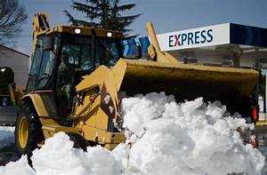 Yokota digging out from Tokyo's worst blizzard in 45 years ...
