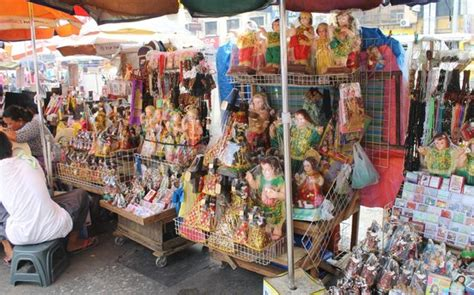 stalls selling religious items picture  quiapo church