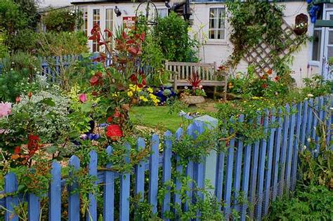 cottage fencing ideas southern lagniappe the charm of a cottage garden