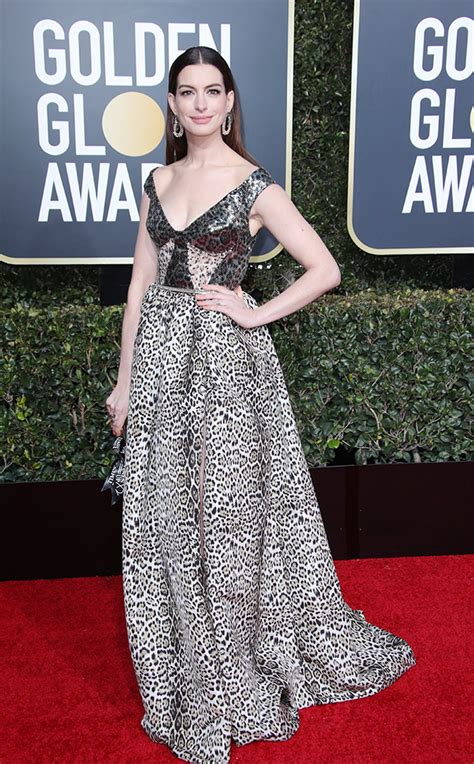 tina fey golden globes 2019 anne hathaway s dress at golden globes 2019 wows in