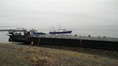Schip Westerschelde by Binnenvaartschip Gestrand Op Westerschelde Strandweer Nu