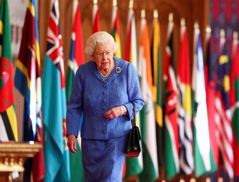 FOTO. 94 gadus vecajai karalienei Elizabetei II vīra bērēs būs jāievēro skarbs noteikums. Vai ...
