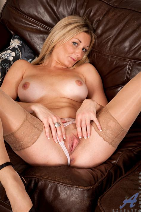 Nude Milf Scarlet Spreads Her Long Legs For A Clear View