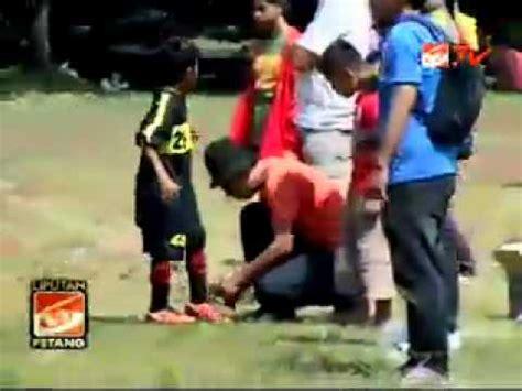 gaya anak anak bermain sepak bola youtube