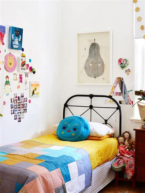 chambre synonyme deco chambre vintage des cadres pour habiller les murs de