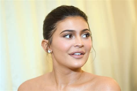 Kylie Jenner Criticized For Improperly Washing Face With