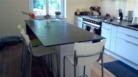 cuisine blanche plan de travail noir nos plans de travail pour cuisines intégrées et équipées