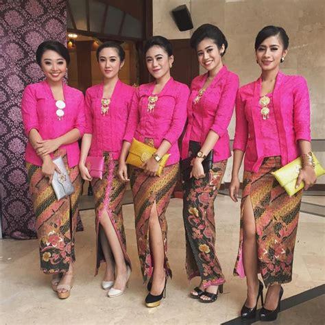 kebaya batik terbaru kutubaru pink dengan rok batik