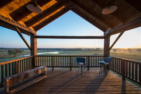 decorating winsome barns with living quarters and