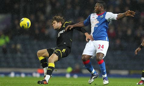 Marcos Alonso suffers foot injury in new Bolton blow ...