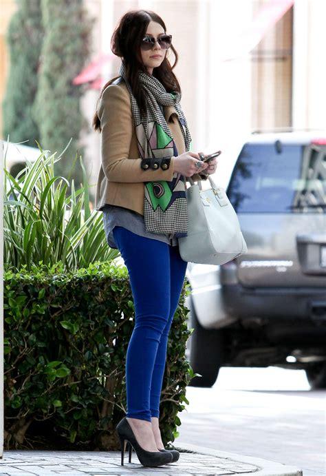 michelle trachtenberg blue skinny jeans candids   uta