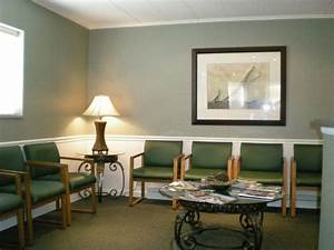 Waiting room interior design with green chairs ideas for for Interior design waiting rooms