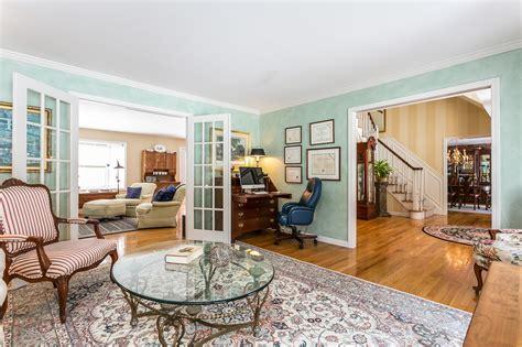 005livingroom3694984medium  Connecticut Shoreline