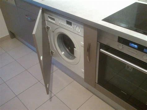 lave linge dans cuisine bar sur mesure meuble hotte armoire épicerie prise d