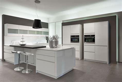 meuble cuisine laqué cuisine blanche laque stunning cuisines fly taupe et