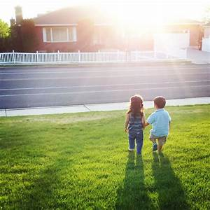 2-Year-Old Boy And His Friend Walk Right Into The Perfect ...