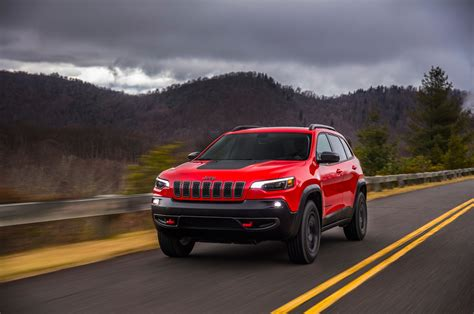 2019 Jeep Cherokee Front Three Quarter In Motion 11
