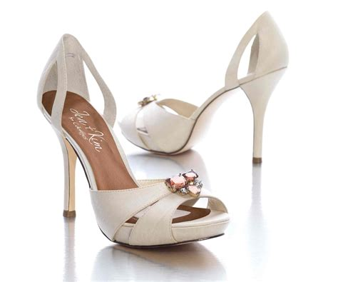 chagne colored wedding shoes choosing shoes for your wedding day