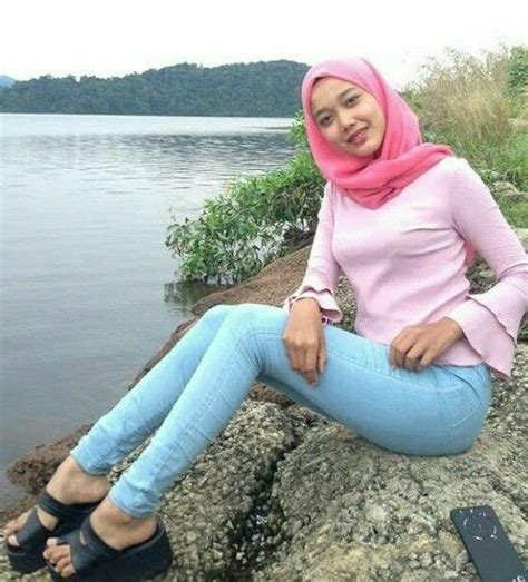 pin oleh navie  jilbab asoooy gaya hijab wanita pakaian wanita