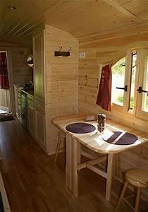 Wohnwagen Anbau Aus Holz : wohnwagen aus holz innenansicht innenraum mit k che und essplatz ~ Markanthonyermac.com Haus und Dekorationen