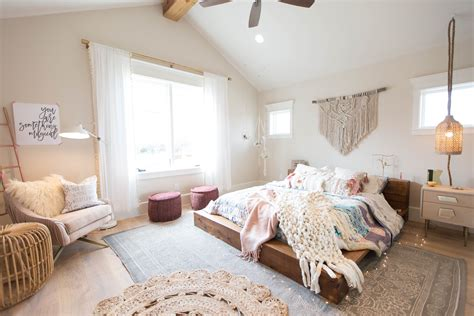 Bohemian Chic Bedroom by Lay Back With A Book In This Easy Boho Chic Bedroom