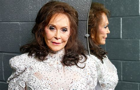 Loretta Lynn postpones album, cancels shows after stroke