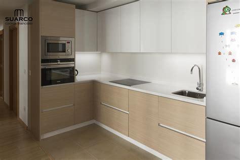 cocinas combinadas blanco  madera