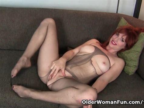 American Milf Amber Dawn Pleasures Her Nyloned Cunt Free