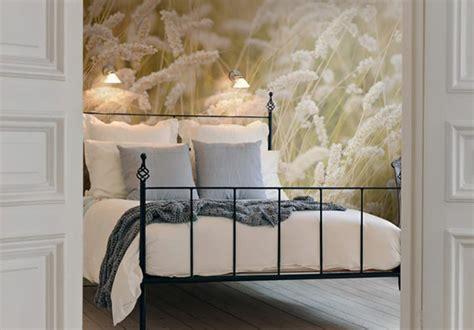 Effektvolle Wand Und Raumgestaltung Mit Fototapete by Wand Hinterm Bett Gestalten Schlafzimmer Modern Gestalten